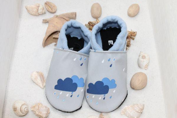 Vegane Krabbelschuhe blau Regenwolken