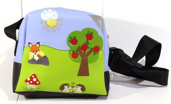 Kita-Tasche auf der Wiese