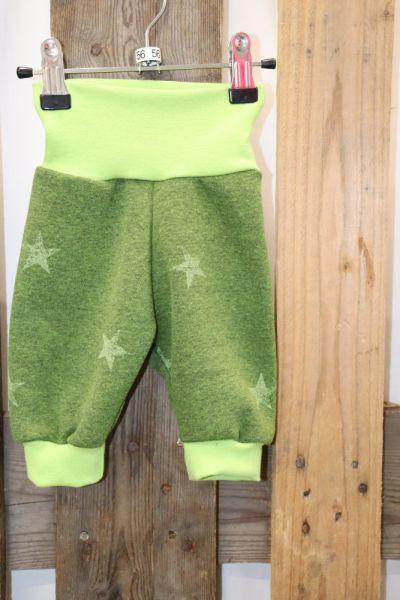 Kinderhose Gr. 56 Sterne auf grün