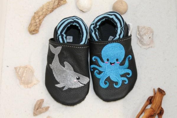 Lederpuschen mit Softbündchen Hai und Krake