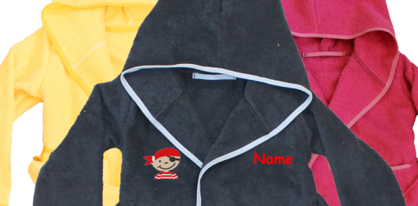 Bademantel mit Name und Motiv: Pirat