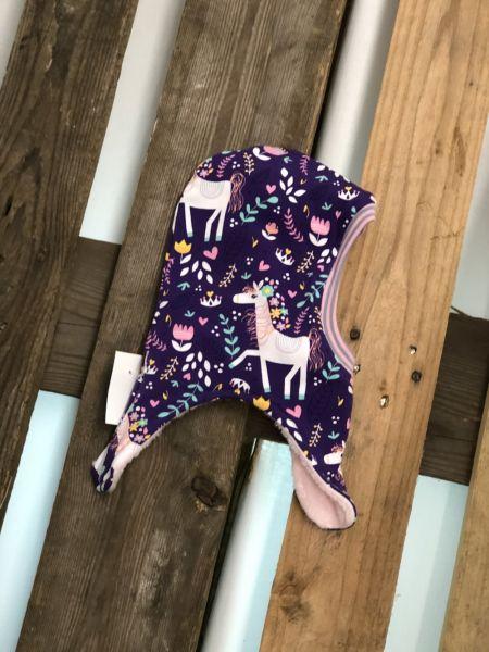Wende-Schlupfmütze Pferd auf lila